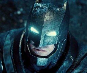 Вы никогда не угадаете, что пьяный Супермен сделал с Бэтменом (видео)