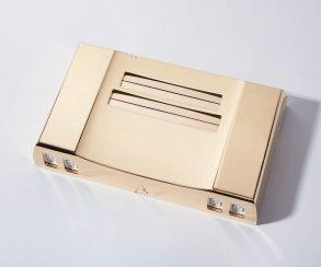 Продается восьмибитная консоль из 24-каратного золота