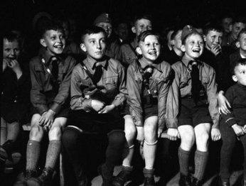 AAAAA! Cеть детских парикмахерских предлагает стрижку юных нацистов