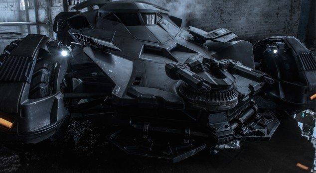 Бэтмобиль гонится за Инфинити Джокера в «Отряде самоубийц» - Изображение 3