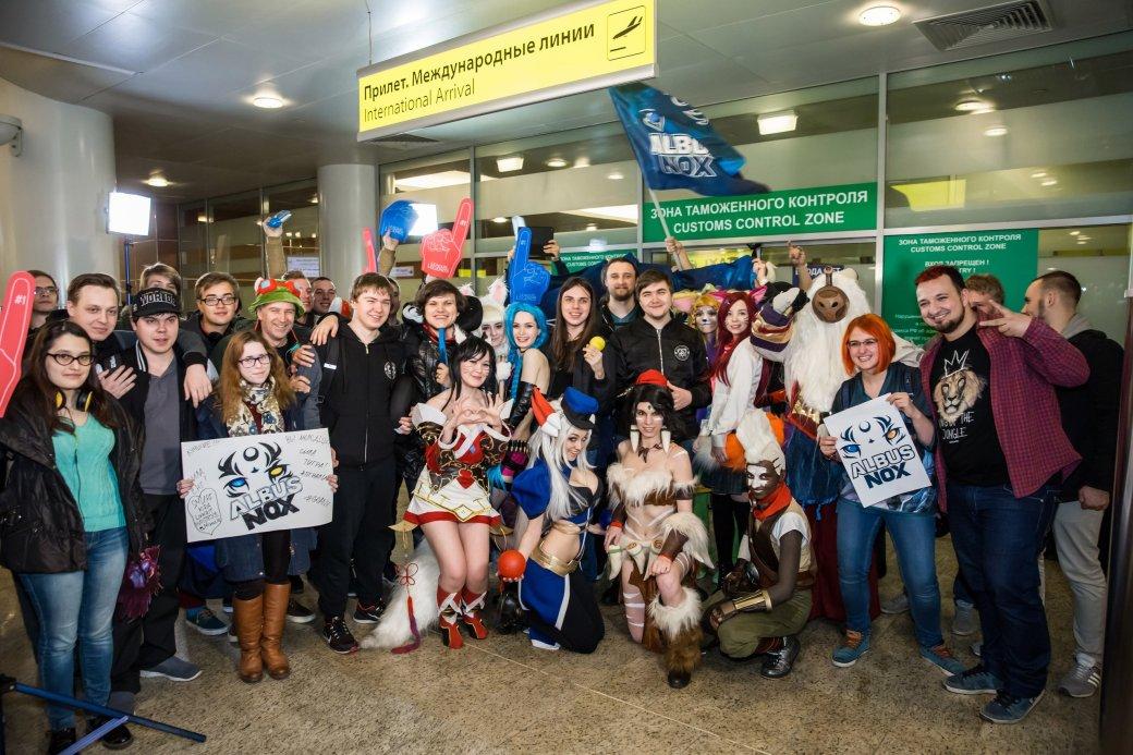 Фанаты встретили Albus NoX Luna в Шереметьево как героев. - Изображение 2