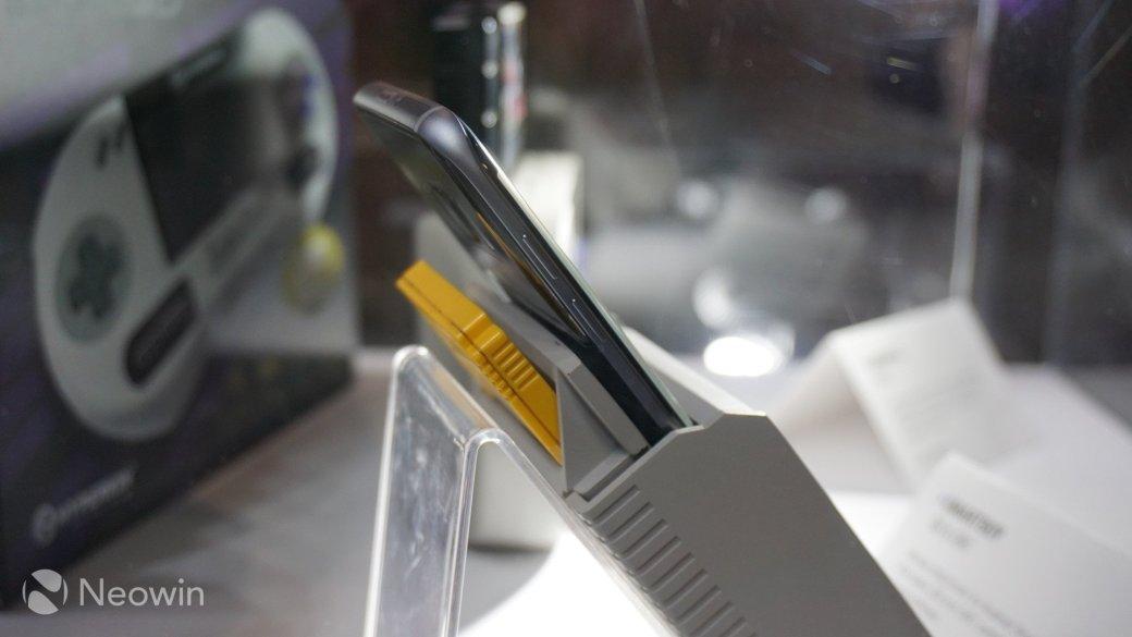 На E3 2016 показали чехол, который превращает смартфон в Game Boy - Изображение 2