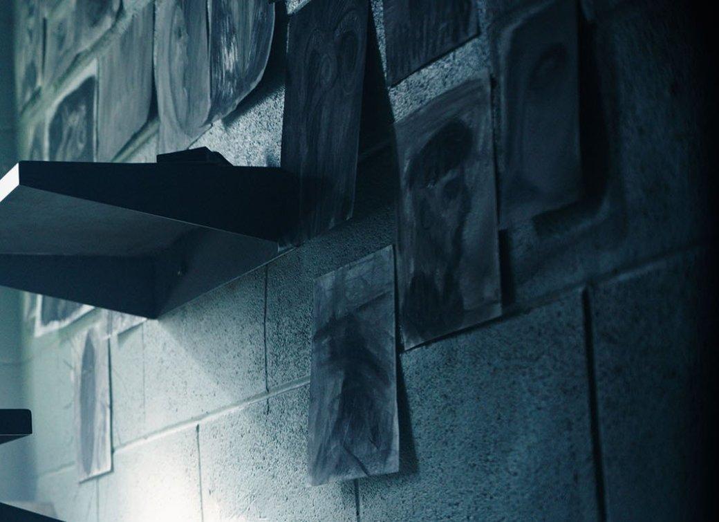 Майкл Фассбендер стал тюремным живописцем на новом фото «Кредо убийцы» - Изображение 2