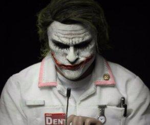 Джокер Хита Леджера всамом запоминающемся костюме изфильма «Темный рыцарь»