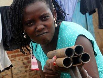 Деревянные пули и коровья кровь: вместе смотрим чудо-кино из трущоб Уганды