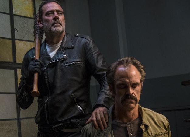 Финал 8 сезона «Ходячих мертвецов». Чем кончилось противостояние Рика иНигана?