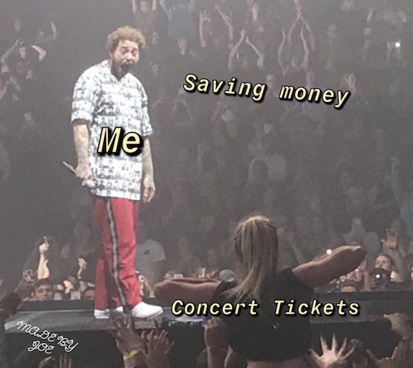 Фанатка Post Malone показала музыканту грудь на концерте. Его выражение лица разобрали на мемы! | Канобу - Изображение 8