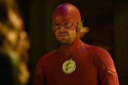 Почему в готэмском кроссовере The CW нет Бэтмена? Первый намек на его судьбу в этой вселенной