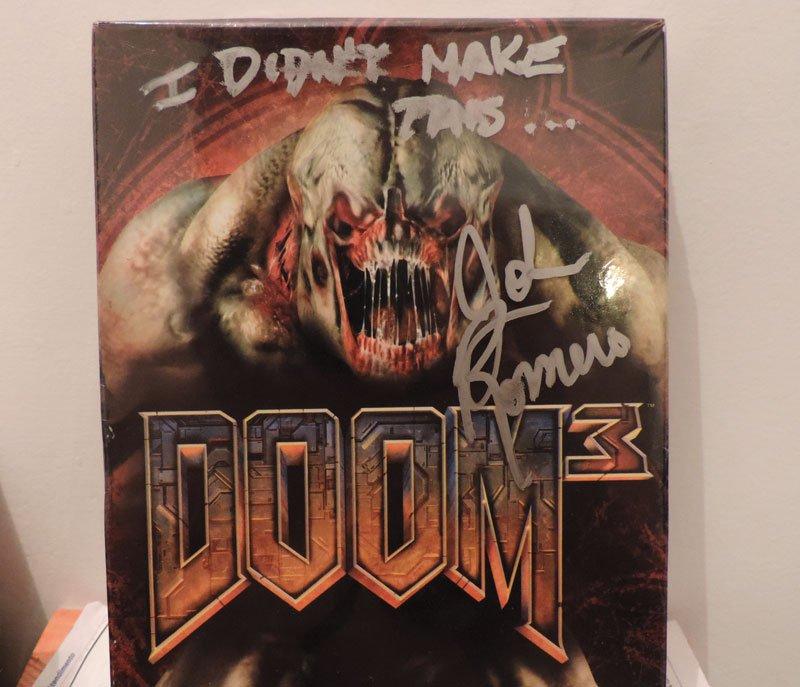 Джон Ромеро подписал коробку с Doom 3 для фаната, но не стал скрывать отвращения | Канобу - Изображение 5637