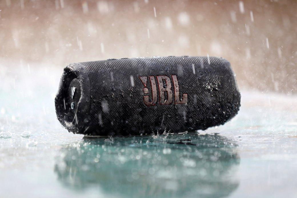 ВРоссии представили портативную колонку JBL Charge5