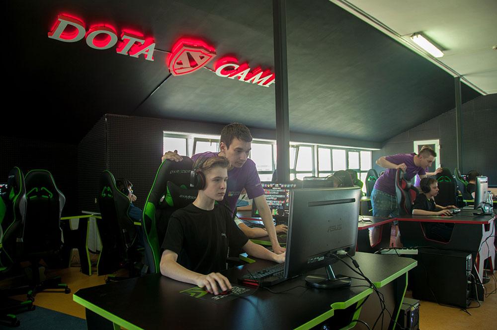 Детский киберспортивный лагерь по Dota 2 и CS:GO, где лучшие игроки смены получают iPhone